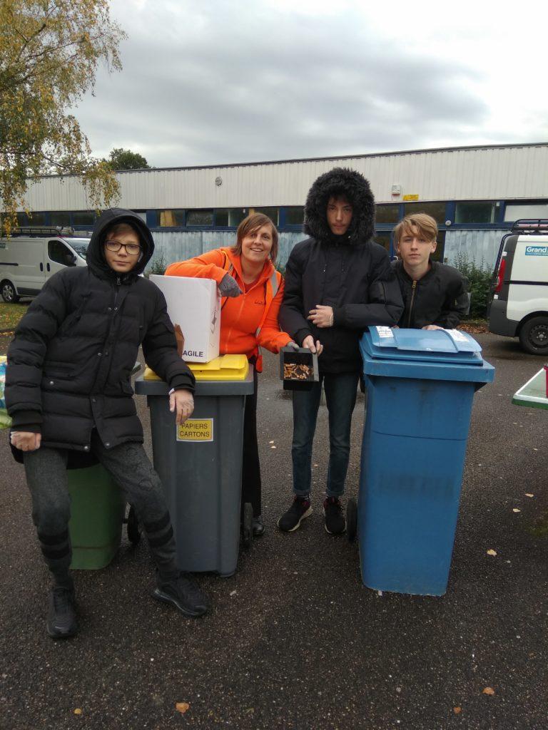 Opération nettoyage du lycée et de ses abords