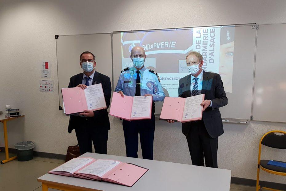 Signature de la convention liant le Lycée Charles de Gaulle, la Gendarmerie du Haut Rhin et la Réserve citoyenne